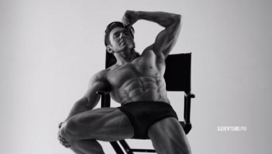 Андрей Малахов взорвал интернет снимком обнаженного мускулистого тела