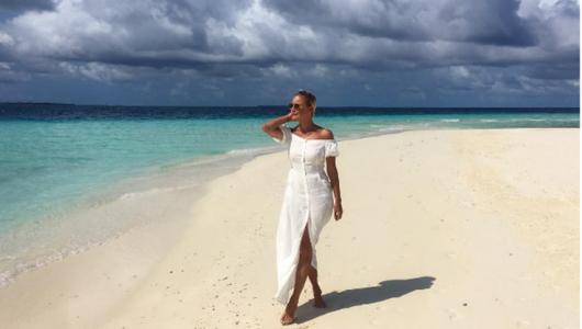 Лена Летучая на Мальдивах соблазнила Сеть в черном купальнике