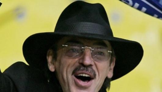Михаил Боярский сфотографировался обнаженным и без шляпы