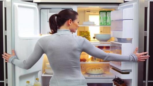 Как убрать запах в холодильнике?