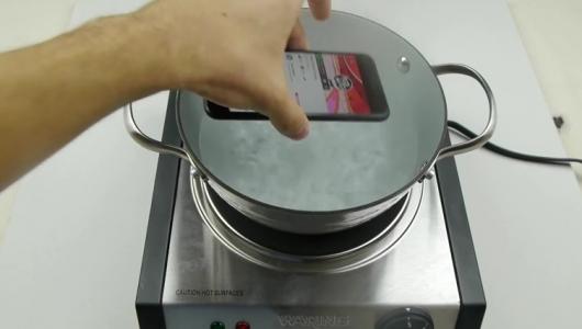 iPhone 7 сварили и заморозили в Coca Cola. Видео